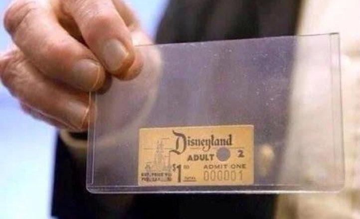 Первый проданный билет в Диснейленд. Он был продан брату Уолта Диснея, Рою О. Диснею за 1 доллар (1955)
