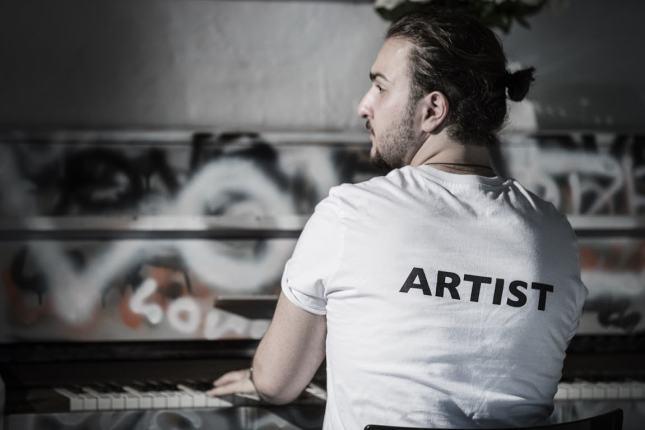 Алекс Симонс запускает собственный бренд одежды
