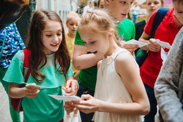 Благотворительный проект Flash Kids: театральный вечер с Лизой Арзамасовой