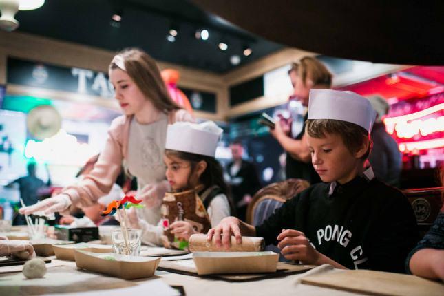 Что такое трдельник и с чем его едят? Дети и взрослые узнают 25 ноября в ходе кулинарного путешествия в Чехию.