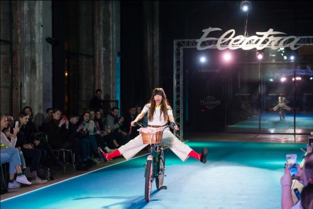 Первый модный показ Electra по случаю 25-летия бренда.