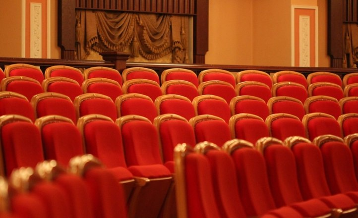 В сентябре на сцене театра «Миллениум» любимые актеры сыграют потрясающие комедии!