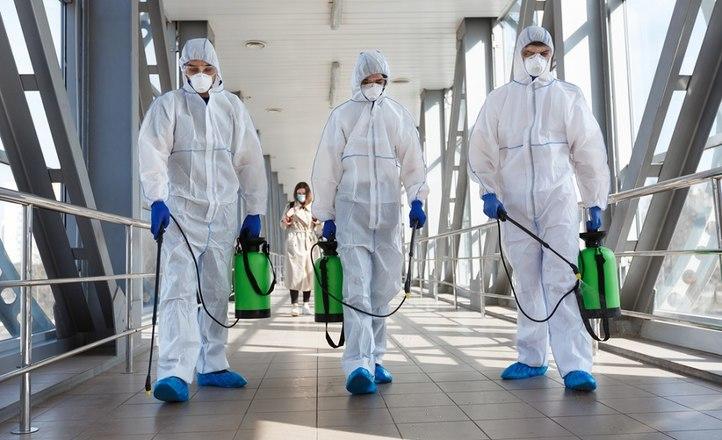 Супергерой «Добролов» объявил вновь открывшиеся общественные пространства Москвы свободными от коронавируса